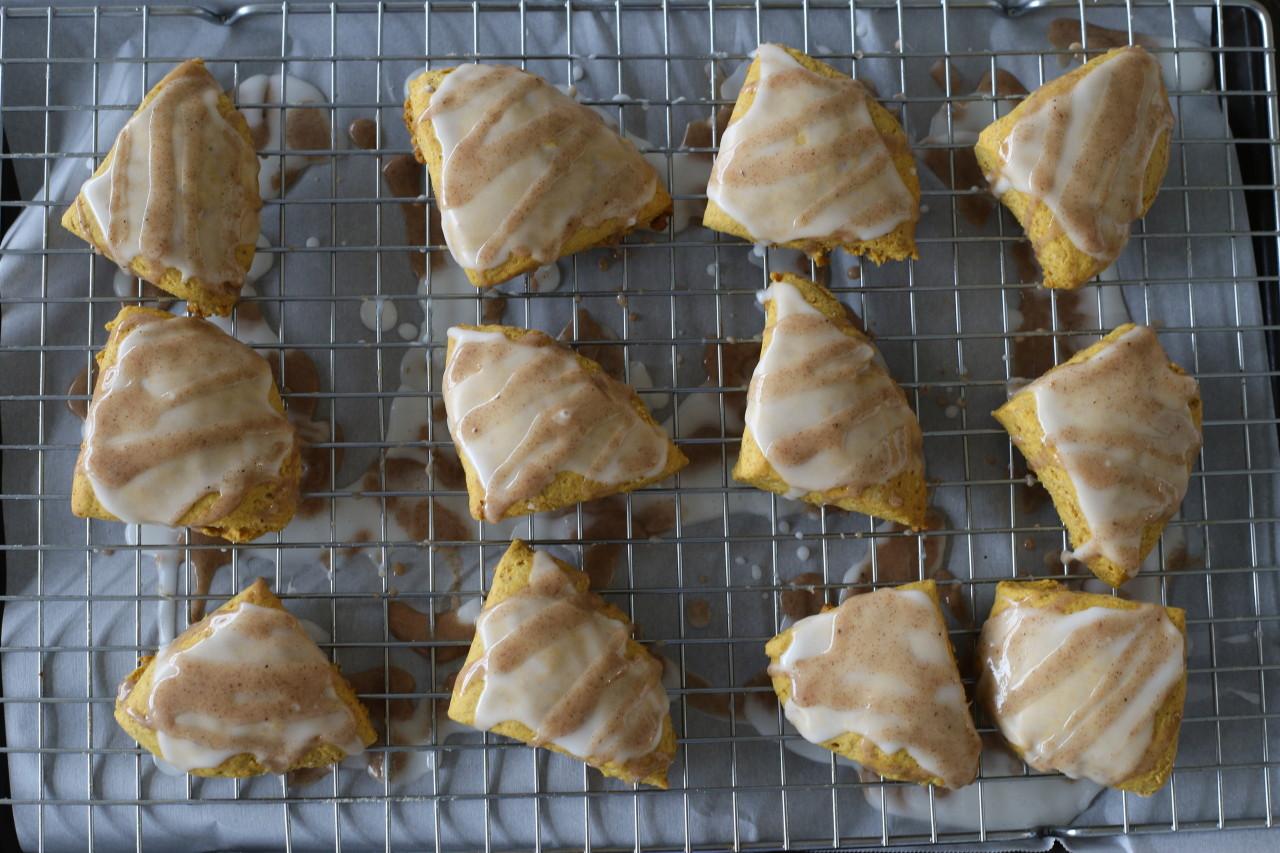 Vegan pumpkin spice scones