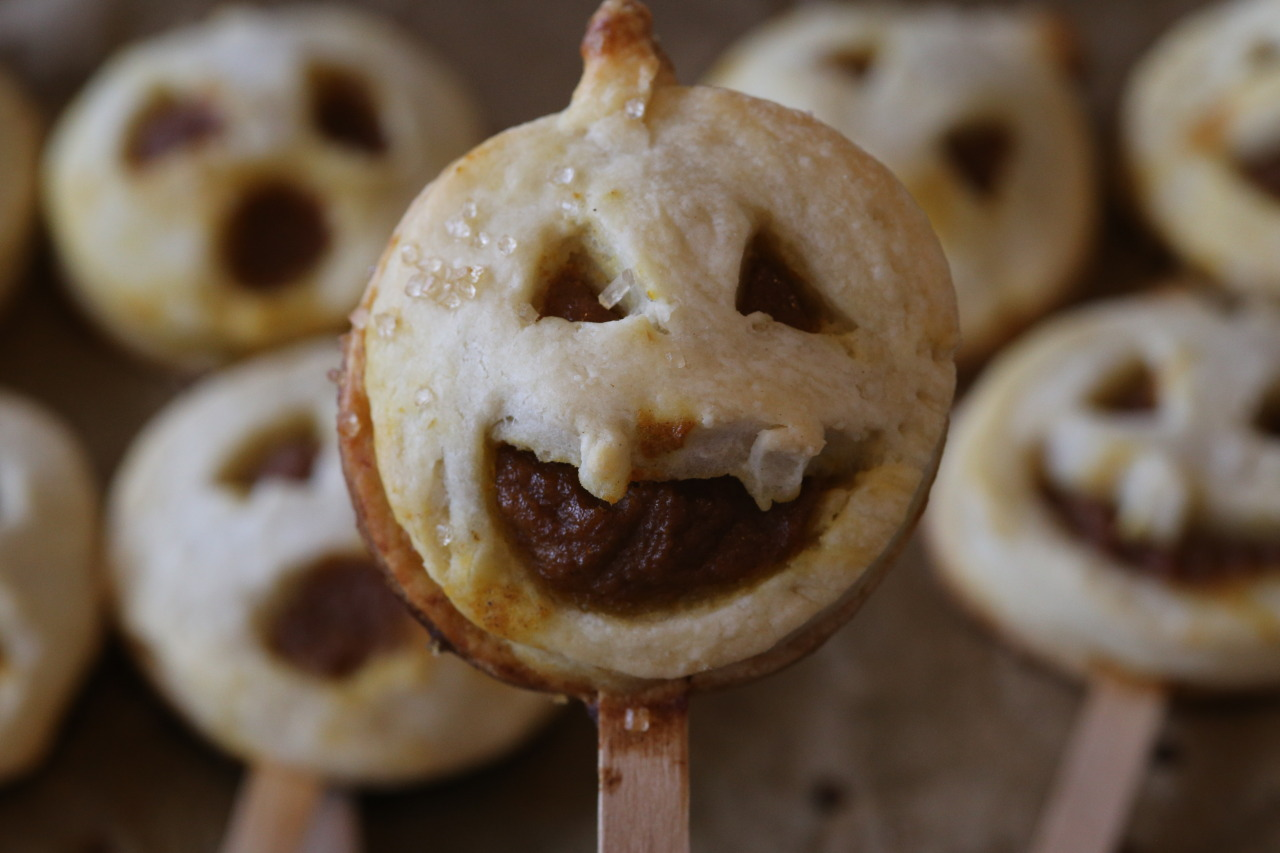 Vegan pumpkin pie pops