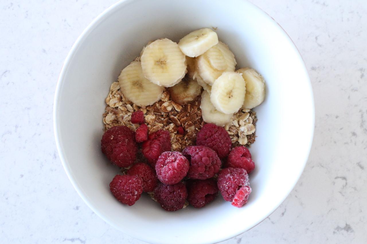 Peanut butter raspberry oatmeal