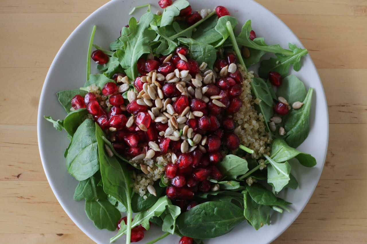 Winter salad with crispy quinoa
