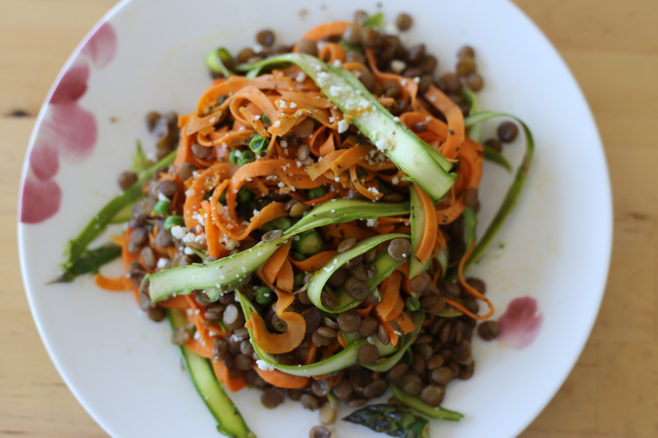 Sweet potato and asparagus noodles with peas and lentils