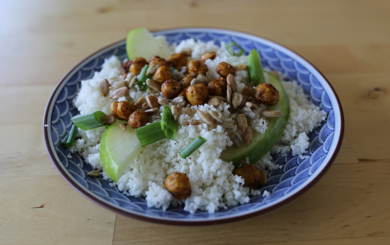 Cauliflower rice with chickpeas