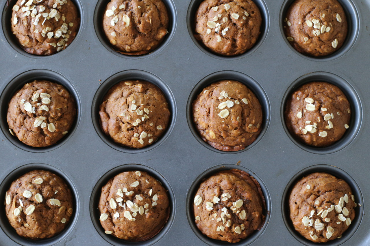 Vegan pumpkin gingerbread muffins