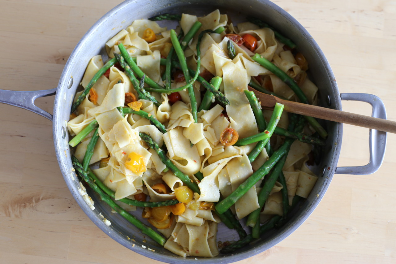 Simple asparagus and tomato pasta